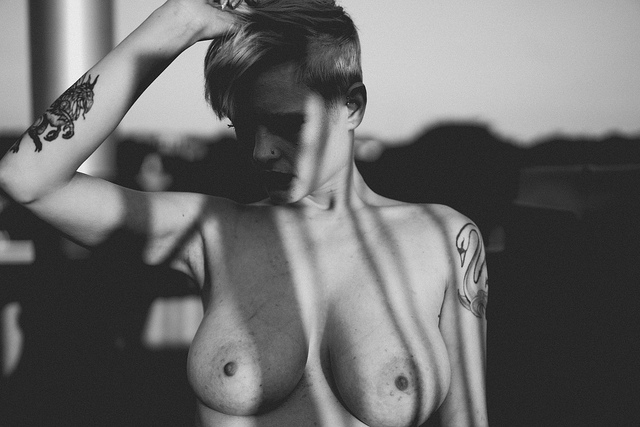 Henna busty nude model boobs