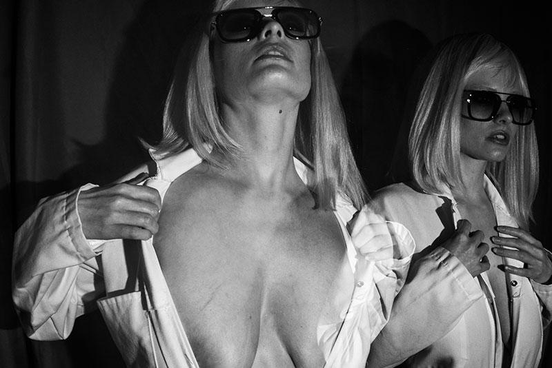 Henna Nueller stripping